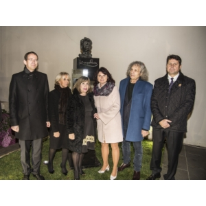 from left: the Ambassador of the Czech republic in France Radek Drulák, the mayor of Puteaux Joelle Ceccaldi-Raynaud, the mayor of Opočno Šárka Škrabalová, the academic sculptor Marian Karel, the donor of Kupka's bust Vladimír Lekeš ( the owner of Adolf Loos Apartment and Gallery)
